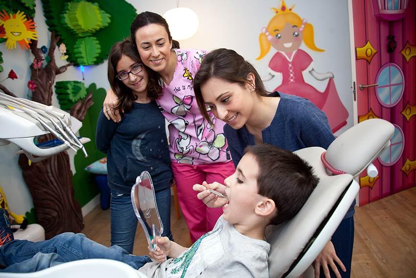Visita de los niños al ortodoncista
